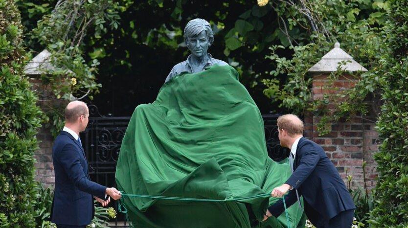 Принц Уильям и Гарри на открытие статуи принцессы Дианы