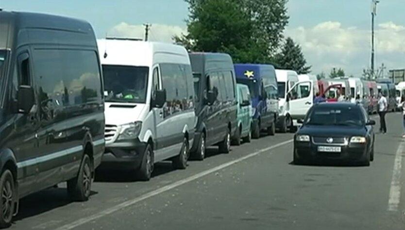 На границе Украины и Венгрии образовалась огромная пробка