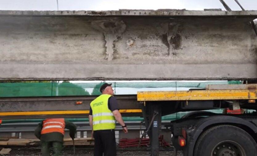 Киевлян предупредили об опасности путепровода на Борщаговке