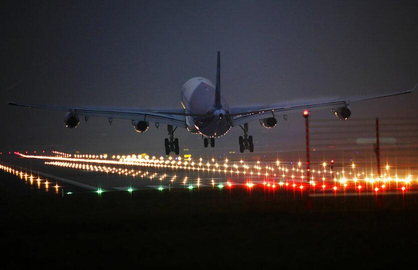 взлетная полоса самолет