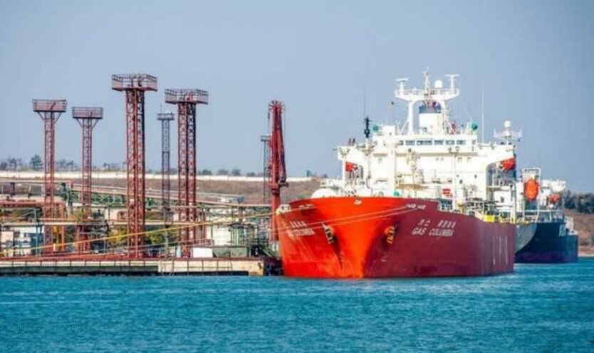 Украина впервые за 2 года примет танкеры с бензином А-95