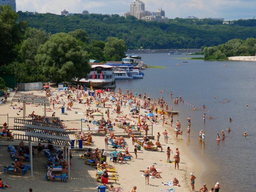 В Киеве разрешили купаться на 9 пляжах из 14: список