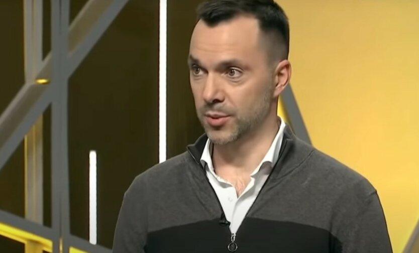 Арестович ответил на обвинения Захаровой в срыве работы КПВВ на Донбассе