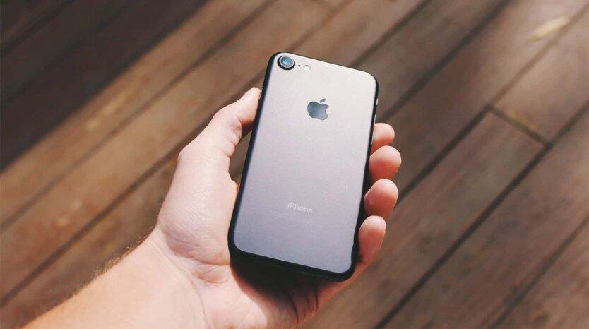 Apple впервые разрешила протирать iPhone