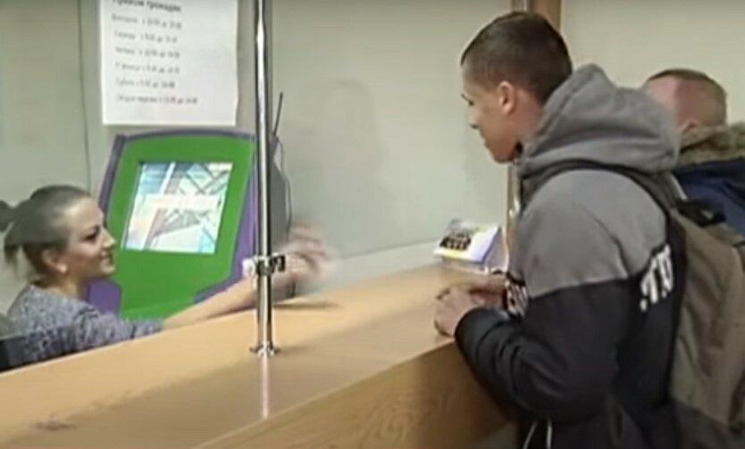 Украинцам придется менять паспорта: кого коснется и сколько стоит