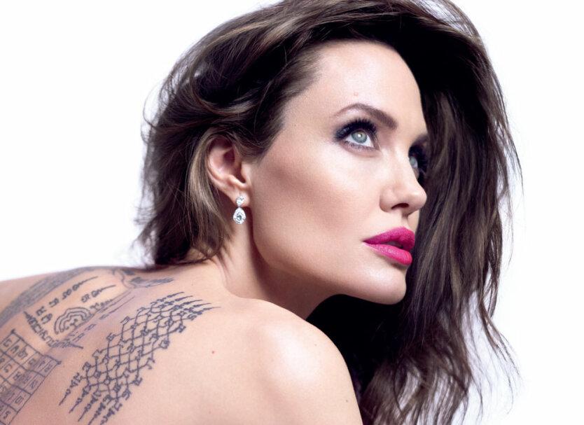 Анджелина Джоли—