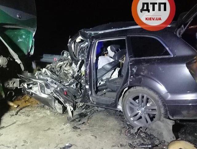 Под Киевом случилось фатальное ДТП на скорости 260 км/час: фото