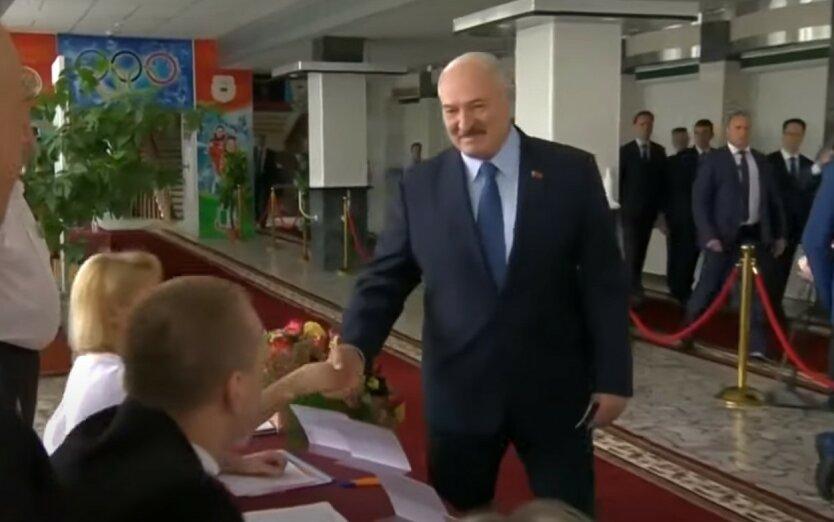 Лукашенко проголосовал на выборах и сделал громкое заявление