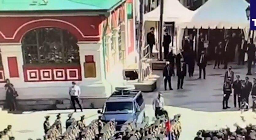 Парад Победы в Москве, солдат-срочник, нападение на машину спецслужб
