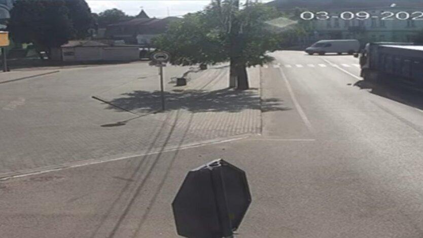 ДТП на Львовщине, фура влетела в магазин, погибшие