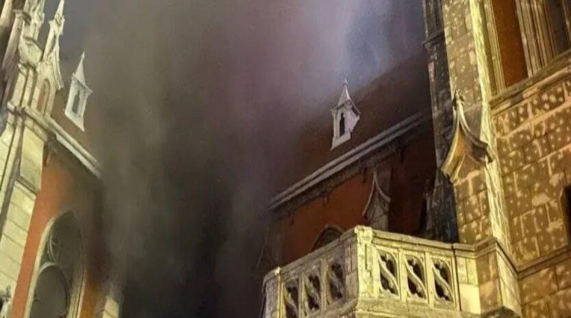 В Киеве загорелся костел святого Николая