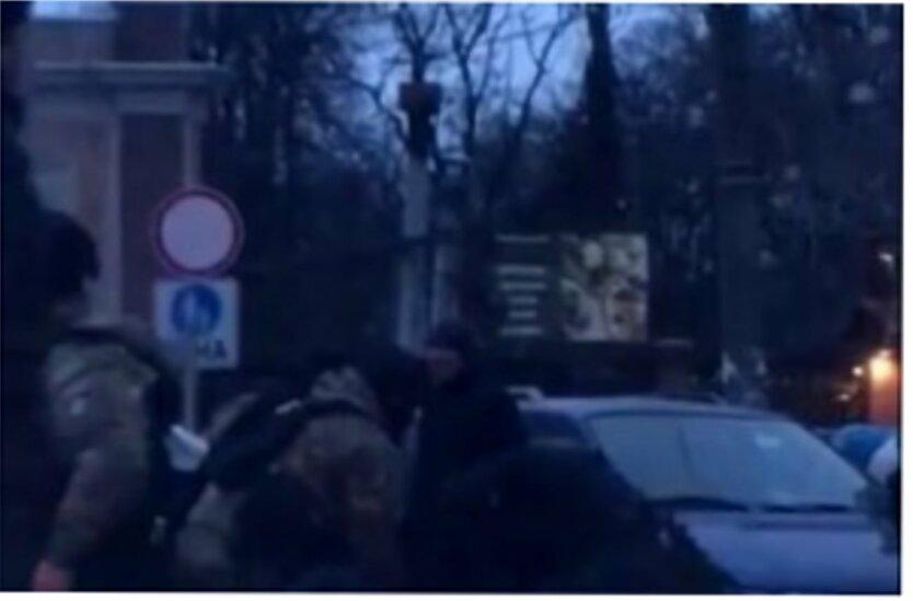 """Избиение в Одессе, Борьба с незаконной продажей елок, Рынок """"Привоз"""""""
