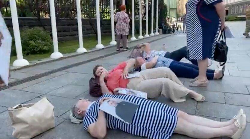 Протест матерей украинских военных на Банковой
