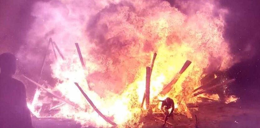 На Житомирщине произошел мощный взрыв с пожаром, есть пострадавшие: видео