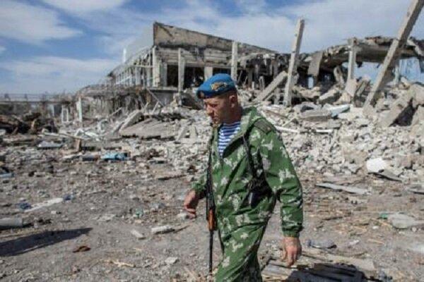 Бывший российский десантник Якут на руинах аэропорта Луганска