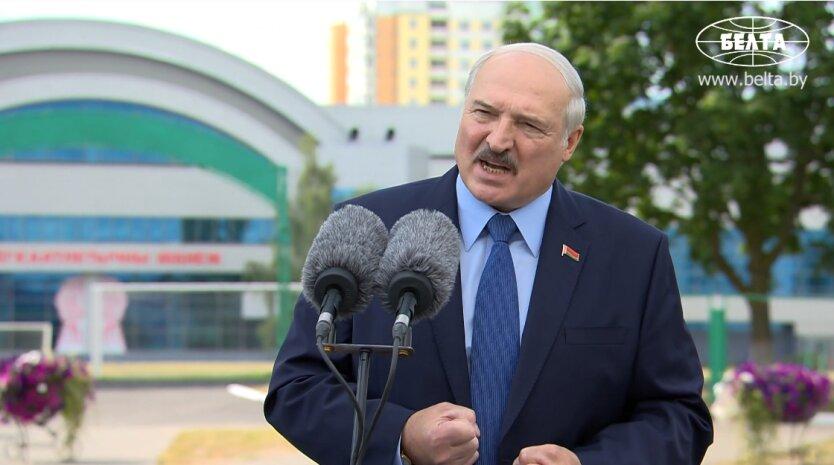 """""""Мы вас поставили на место"""": Лукашенко сделал первое заявление на фоне протестов"""
