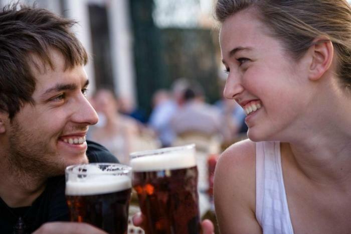 пиво парень с девушкой