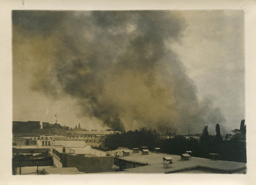 Дым над разбомбленным Дамаском, 1926 год. Фото: Luigi Stironi \ Massachusets Historical Society