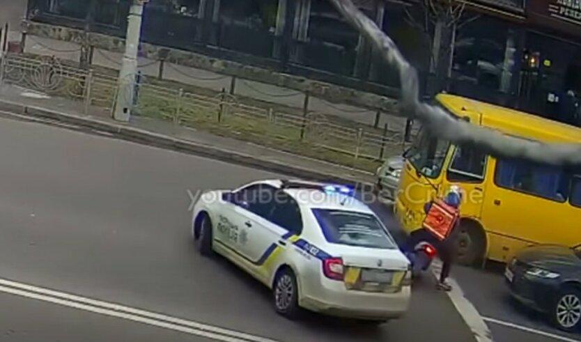 В Киеве неадекватный курьер Raketa устроил гонки с полицией: видео