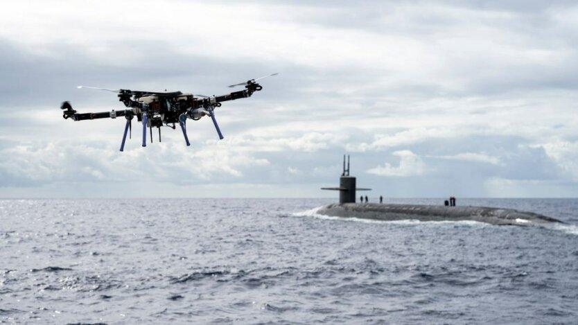 США испытали дрон для доставки груза на субмарину с ракетами