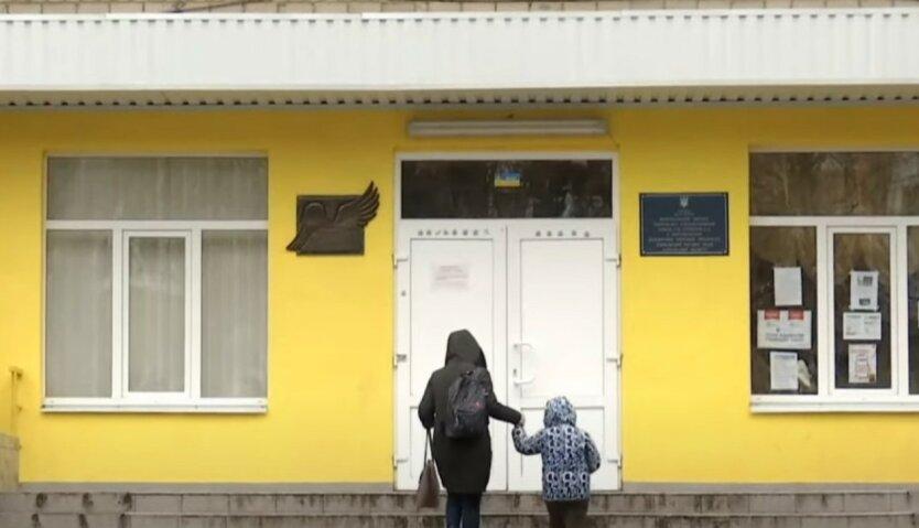 """Украинцев ошарашили """"отменой старших классов"""" в школах"""