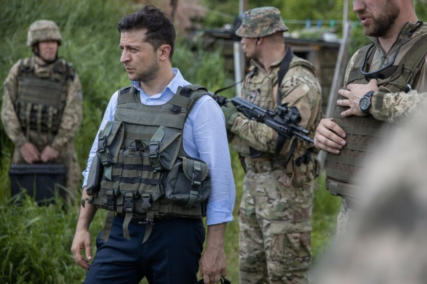 Зеленский осмотрел позиции военных в Станице Луганской