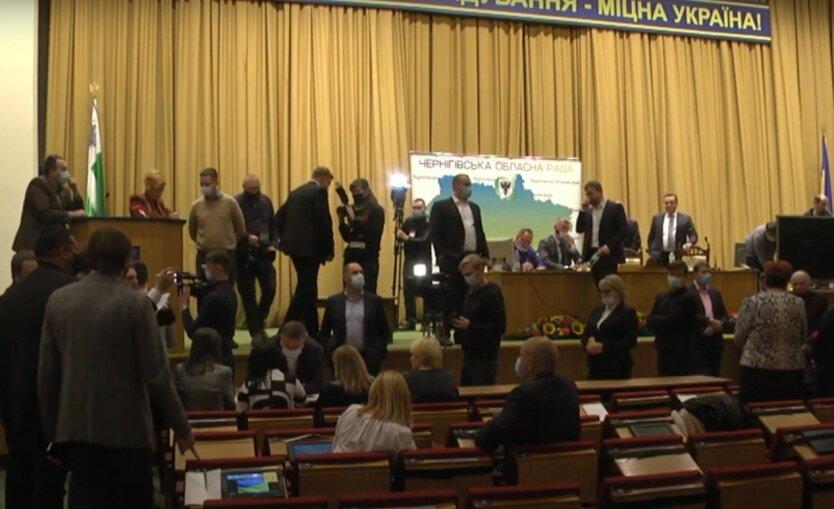 Депутаты Черниговского облсовета продолжают блокировать сессию