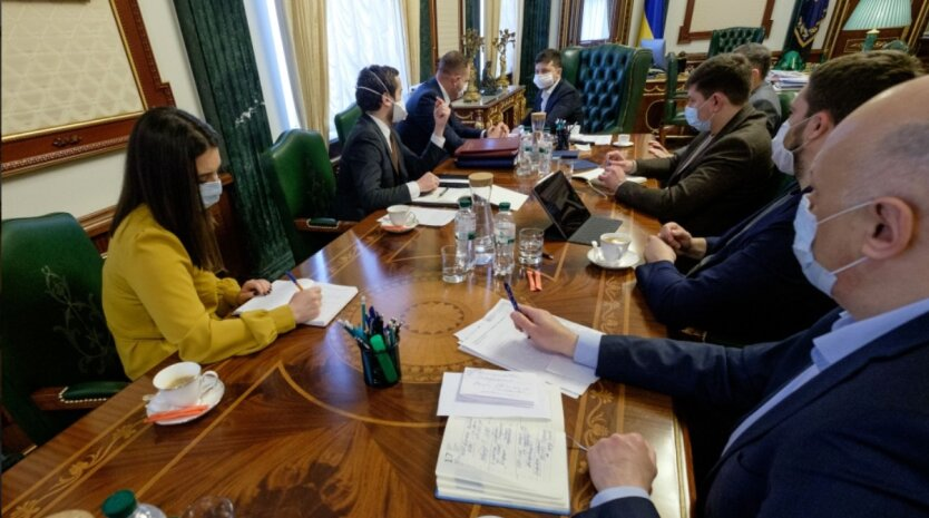 Совещание в ОПУ с президентом Украины Владимиром Зеленским