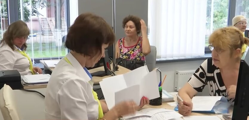 Украинские пенсионеры, пенсии, ПФУ