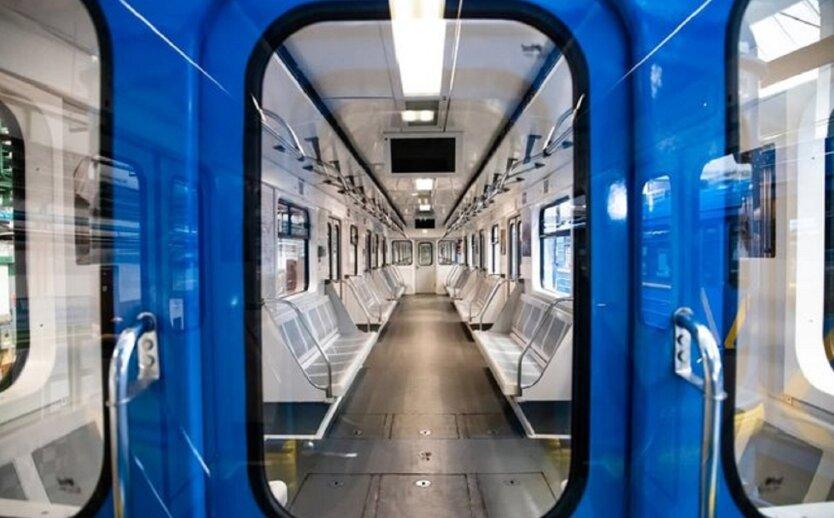 Модернизированный поезд в киевском метро