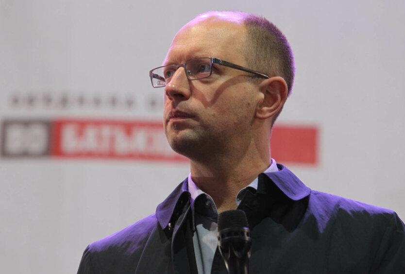 Яценюк выразил безразличие к смене собственника ТВi