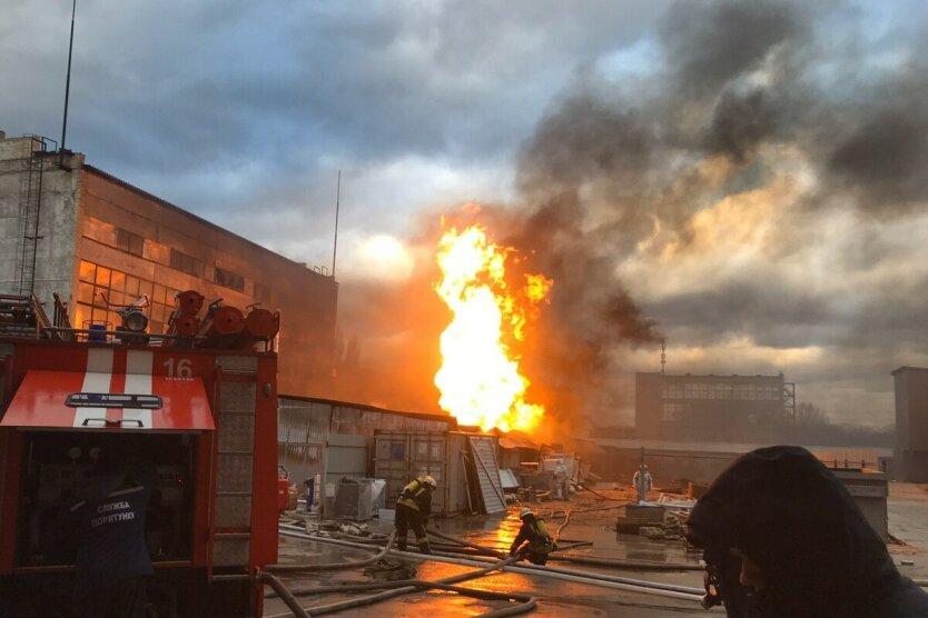 в киеве горит складское помещение
