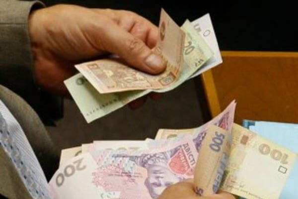 Эксперты посчитали, что можно купить на среднюю зарплату в Украине