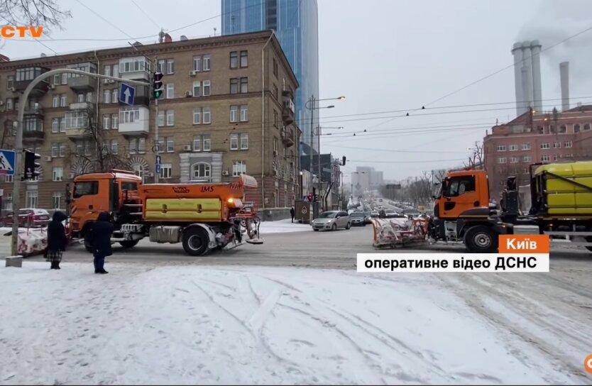 Непогода в Киеве, БТР, грузовик
