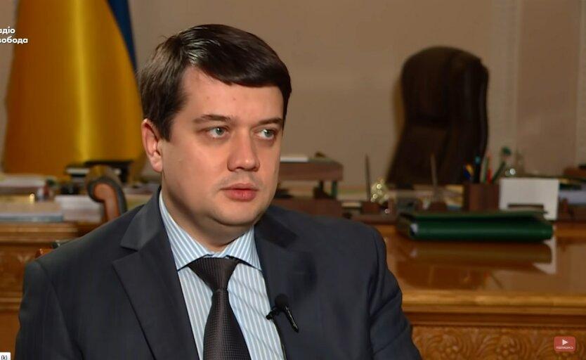 Дмитрий Разумков, Елена Кондратюк и Руслан Стефанчук, зарплата в апреле